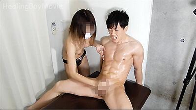 飛距離注目!笑顔満開19歳の筋肉青年が女子大生にオイルで攻められ悶絶!