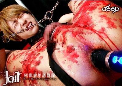 【ゲイ動画KO】美形男子の白い柔肌に灼熱の蝋燭とアナルに極太ディルドが・・・ 縛り上げたユウサクを責めあげる!