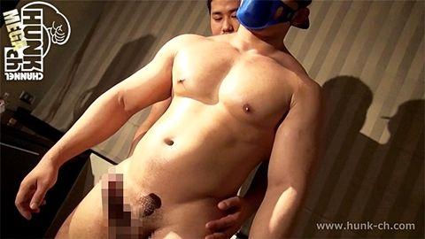 【ゲイ動画gaypornHc】満点バルクボディに垂れ下がるデカマラ!!理想の雄にハーネスを装着して俺だけのラブドールに!!!萎えない上ぞりデカマラが激エロ過ぎる!!!