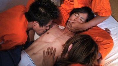 【ゲイ動画gaypornMR】童顔の白ブリ少年が輪姦でギンギン勃起!! 生堀り中出し生処理奴隷 Part.23