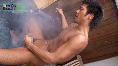 【ゲイ動画gaypornMR】ケンカ強そうなゴツイ男前が卑猥下着でイク! ちょい厳つい色黒男子が温泉ホカホカエロオナニー♪