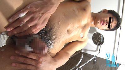 エロい雰囲気のイケメンの猥褻動画! 体育会系色黒男子がバスルームで水も滴るエロオナニー!