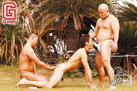 【ゲイ動画gayporn】オッサンに無茶苦茶される観光客! 淫穴兄貴伝2 PART1 南国ファック3P乱戦