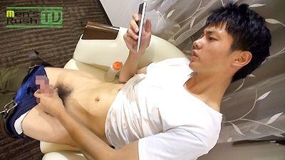 【gaypornゲイ動画】真っ赤に充血したチンコも立派なイケメン君!! 初登場のオトコマエ好青年がカメラの前でギンギンチ○コをシコシコ♪