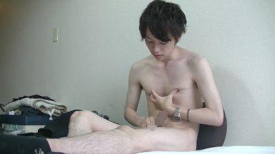 乳首モロ感の色白イケメン君! 歌舞伎町人気ホスト☆美形クールボーイが全裸でみせる卑猥な自慰行為、、