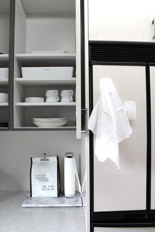 【使いかけのキッチンのフキン、我が家ではこうして管理しています】サッと一瞬で掛けられるタイプのフックを選ぶ