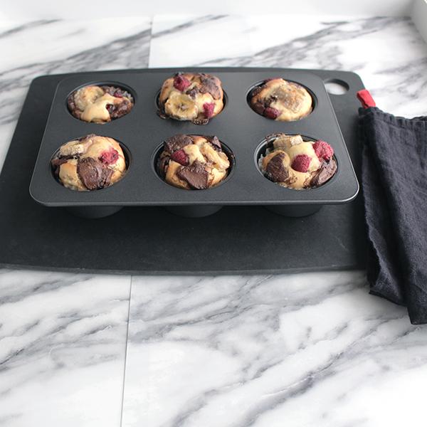 バレンタインのチョコとラッピング迷ったらこれ!(マフィン、チョコレートバーク、ガトーショコラ、ケーキポップ)簡単レシピと100円アイテムで作るモノトーンラッピングアイデア
