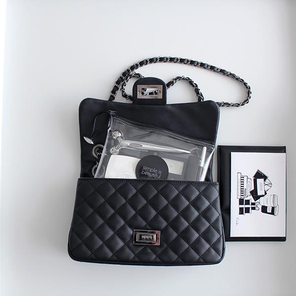 バッグの中身と小さめバッグにも丁度いいサイズのポーチ【キャン★ドゥ×LOVEHOMEコラボ商品(クリアポーチ) 活用アイデア】