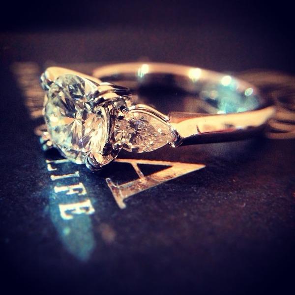 EIKA_KONYAKUYUBIWA_POST_14514-1carat-diamond-engagement-ring2
