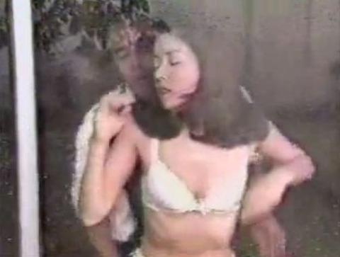 川島なお美 「失楽園」で後ろからおっぱい揉みしだかれる濡れ場