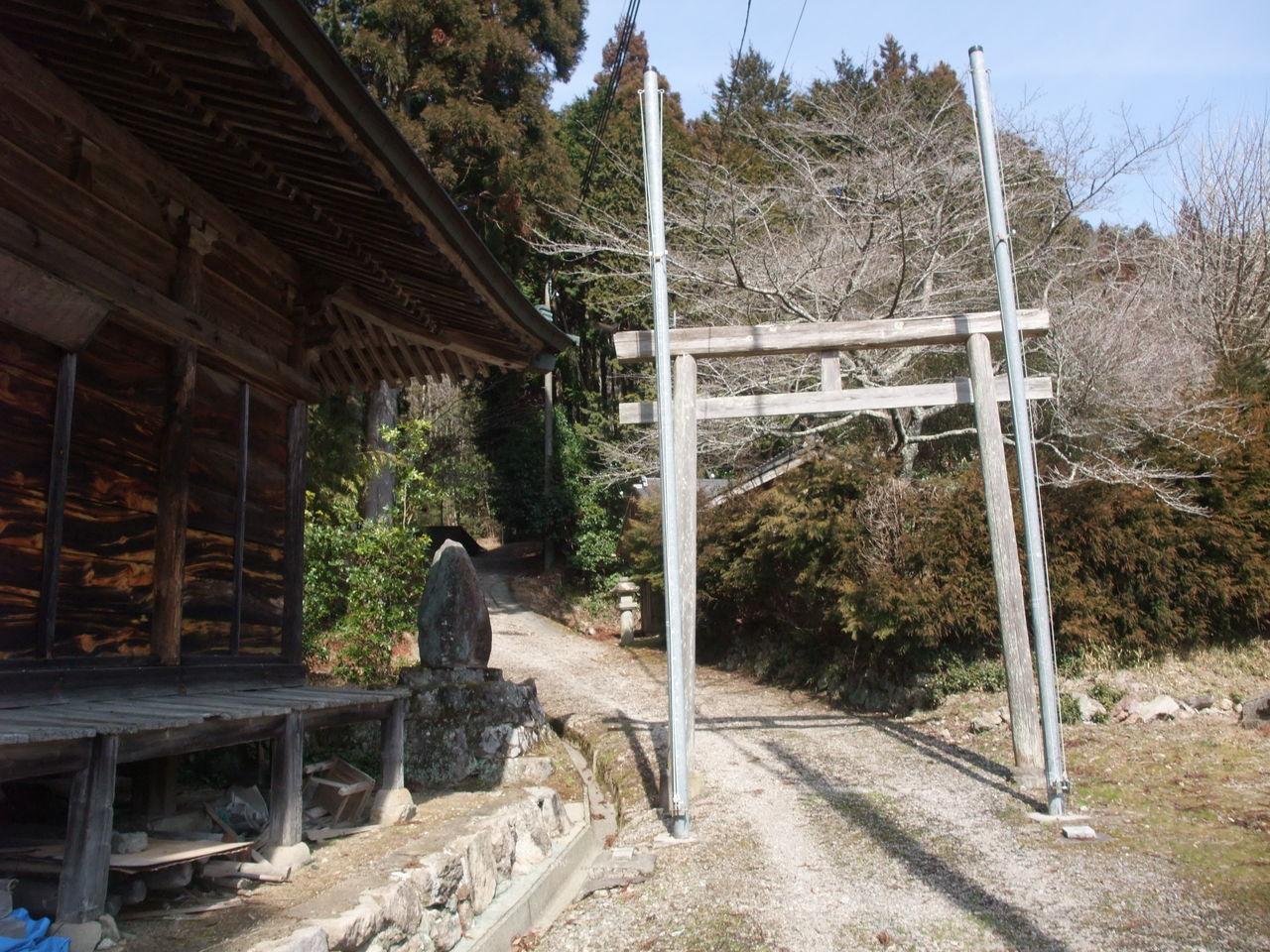 丹波 トンガリ山 薬師堂