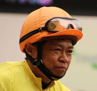 障害2000回騎乗「林満明」引退レースを圧倒的1人気で最下位wwww