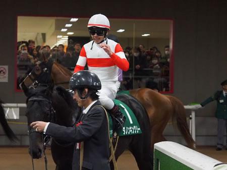 戸崎さん、ついに3冠馬と出会う