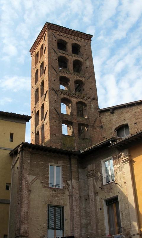 San_giorgio,_siena,_campanile_02