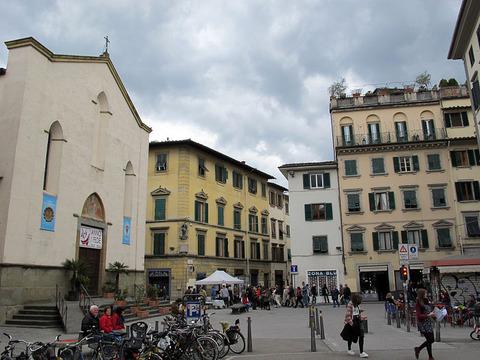 800px-Piazza_sant'ambrogio,_fi,_04