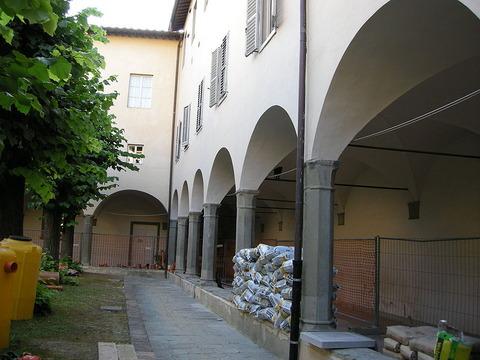 800px-Convento_di_Fuligno,_chiostro_01