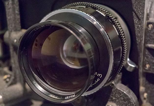 Zeiss_Planar_50mm_F0.7_lens