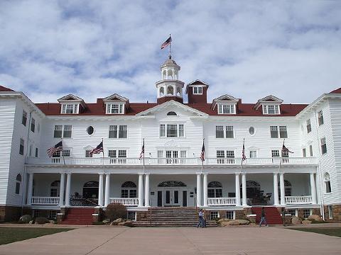 800px-Stanley_Hotel_in_Estes_Park,_Colorado
