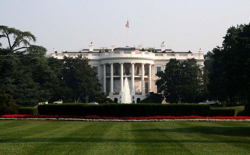 ホワイトハウスは米国の首都ワシントンDCのほぼ真ん中に位置する米国の司令... ホワイトハウスの
