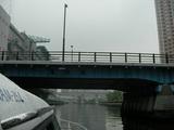 橋をくぐって
