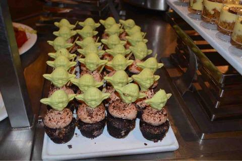 WDW_Hollywood & Vine_ヨーダのケーキ