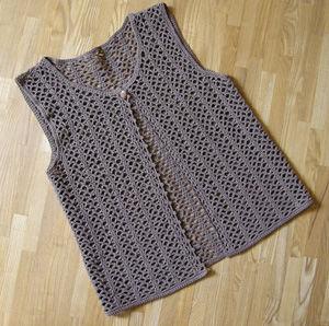 透かし編みのカーデベスト