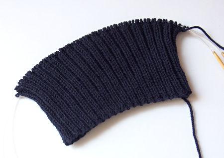 帽子編んでる