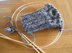 手袋編み中