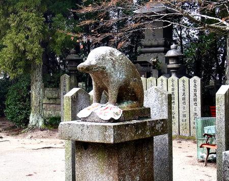 狛犬(いのしし)