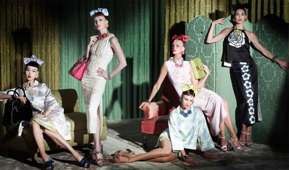 Trentini、Jessica Stam、Karen Elson、Sung Hee、Daphne Groeneveld、Candice  Swanepoel共演ミュウミュウ早春シリーズ50年代復古ファッションの魅力。