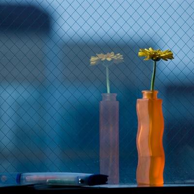 窓辺に花瓶。