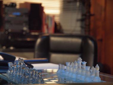 特命係のチェス。