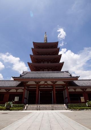浅草寺の脇の塔