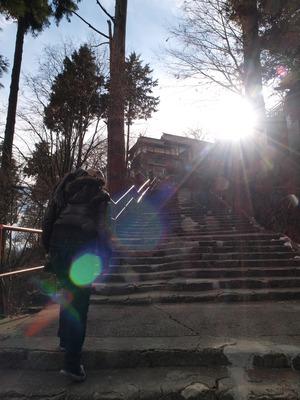石段上って。