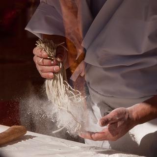 粉を掃って。