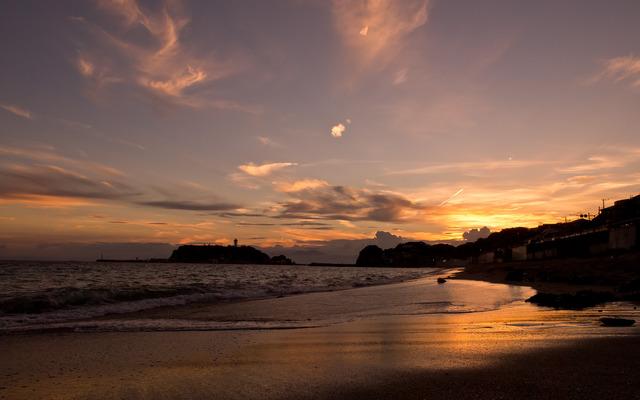 光る砂浜。