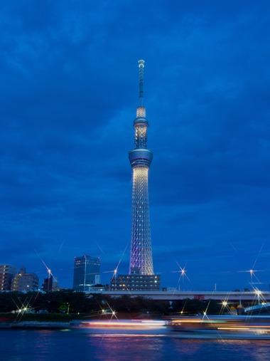 光る悪魔の塔。