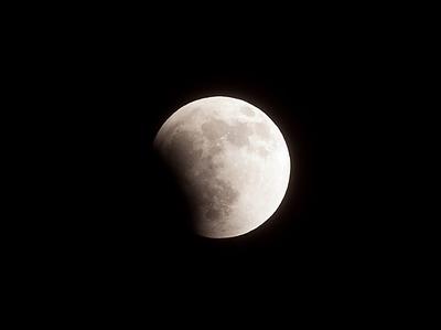 月食開始。