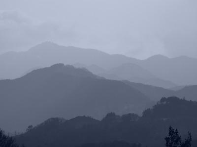 墨絵の山々。