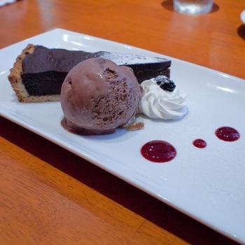 溶けるアイスとチョコタルト