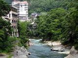 水上温泉の川