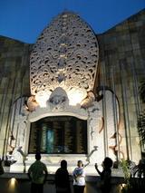 2002年爆弾テロ現場の追悼モニュメント@クタ