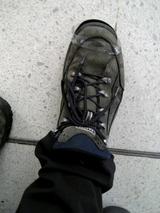 テープで緊急補強のJMの靴