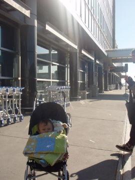 Apr3, 2012 モントリオールの空港到着