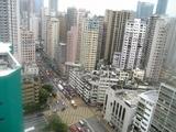 ホテルの前の高層アパート群