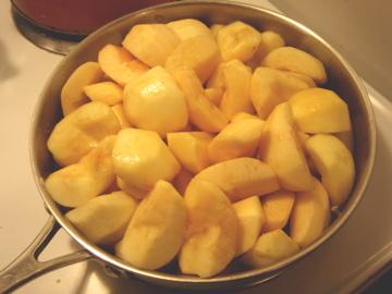 お鍋の中のりんごちゃん