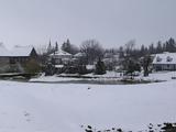 雪の中の町