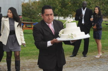 マルちゃんのお父さんのウェでイングケーキ到着