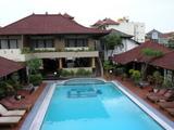 ホテルのプール@Adika Sari