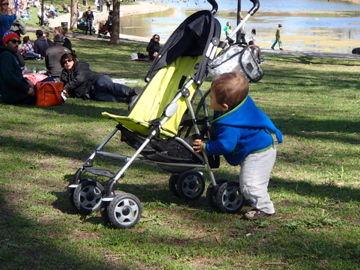 ベビーカーを押す may4, 2012